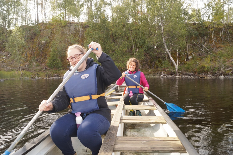 gloria-and-i-in-the-canoe-sweden-for-dummies